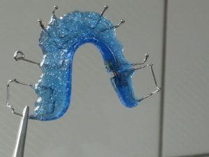 Aparelho dentário móvel como limpar